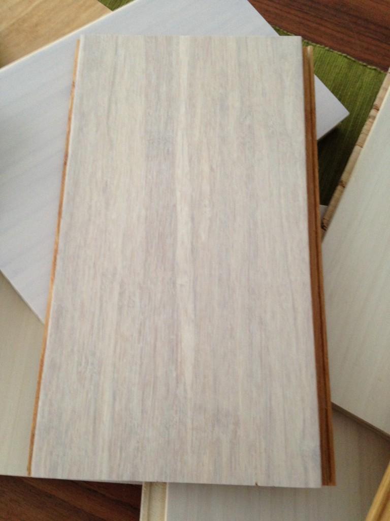 Detta är en vitmattlackad Ekstrem bambu som vi gillar